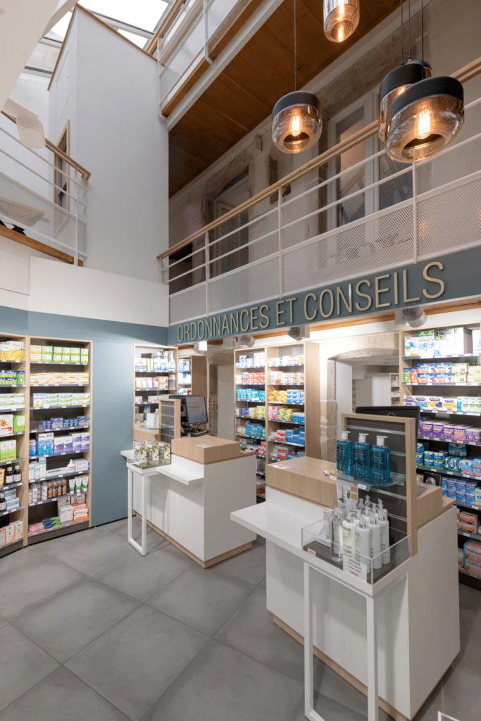 Cubik-Agenceur-Pharmacie-Madeleine-Beaune-11-683×1024