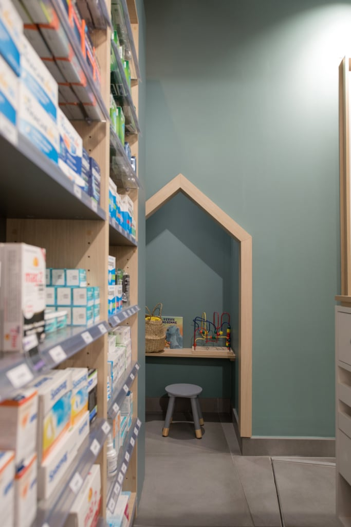 Cubik-Agenceur-Pharmacie-Madeleine-Beaune-34-683×1024