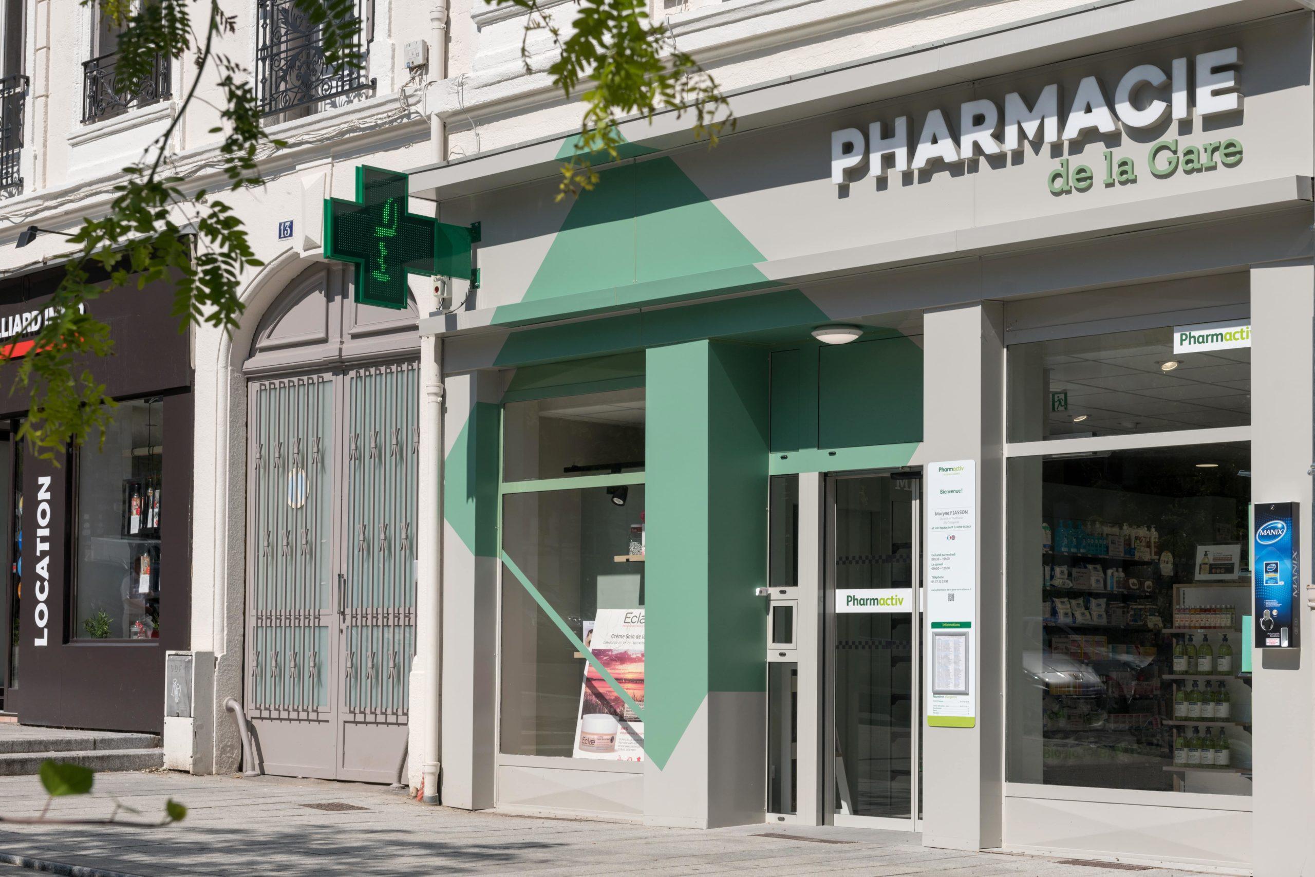 Façade rénovée de la pharmacie de la Gare